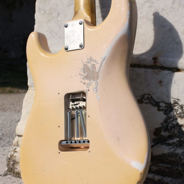 stratocaster-shell-pink