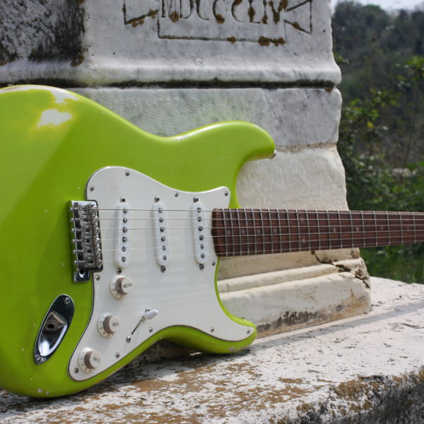 lime-color-stratocaster