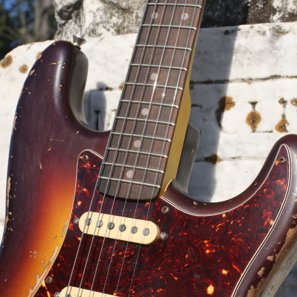stratocaster-clay-dot